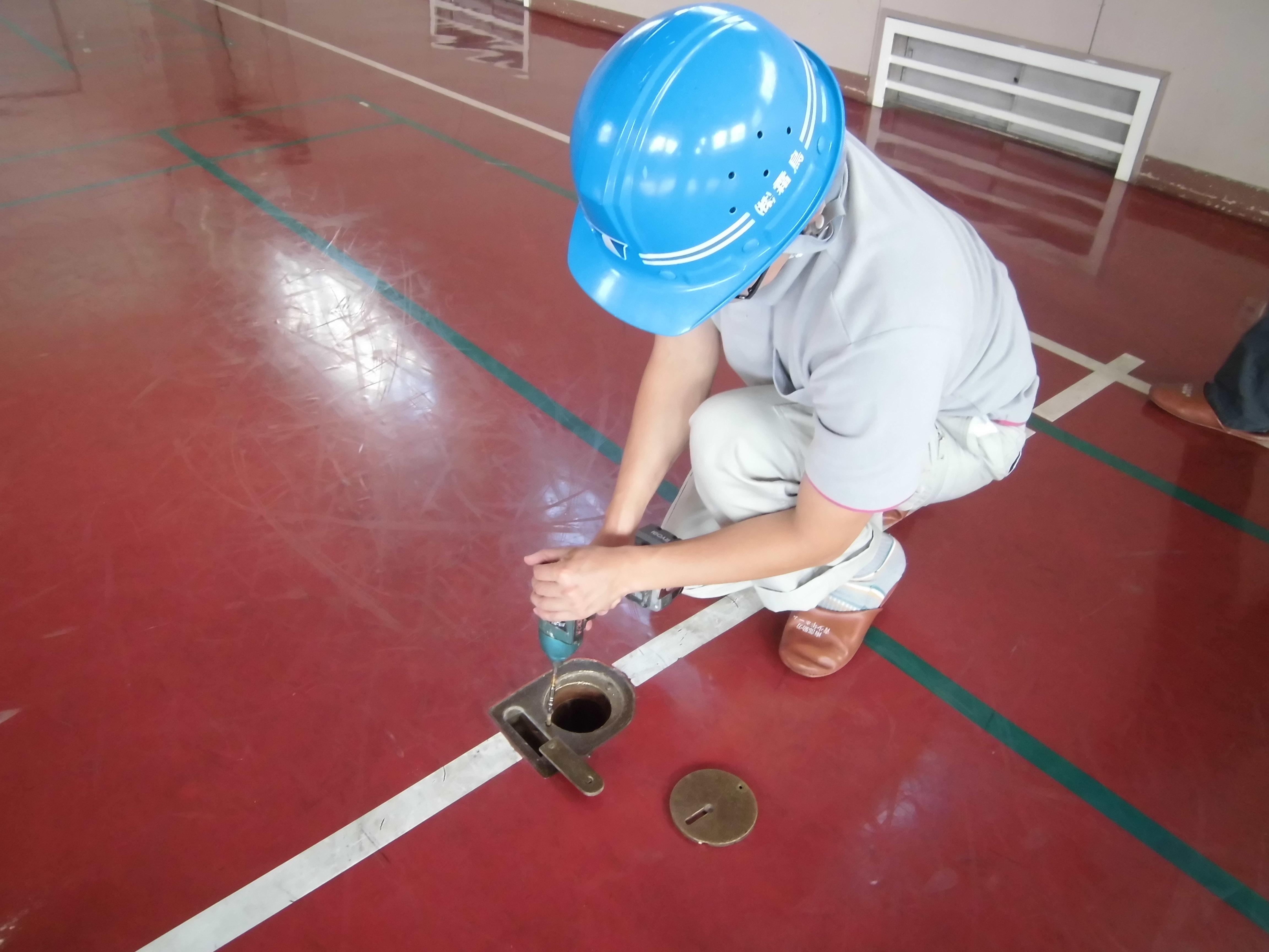 塗り床フロアの床金具の取り替え